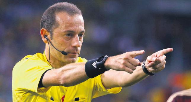 Cüneyt Çakır world's third best referee