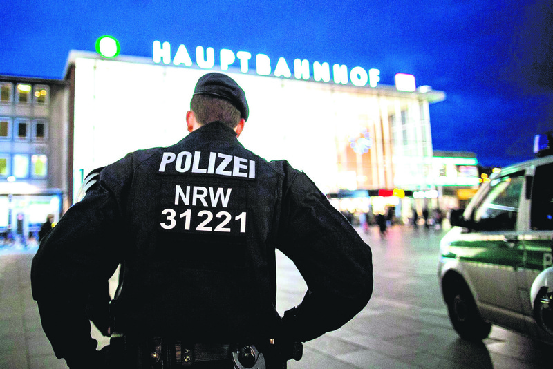 Police officers stand outside the main station in Cologne, Germany, Jan. 6, 2016. After sexual assaults on women at New Year, there has been increased police presence at the main station.  (EPA Photo)