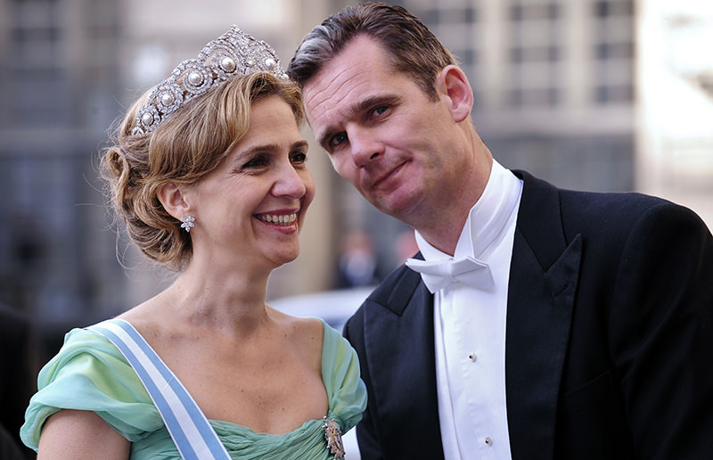 A file picture taken on June 19, 2010 shows Infanta Cristina of Spain (L) and her husband Inaki Urdangarin arriving at the wedding banquet of newly-wed Swedish royal couple (AFP Photo)