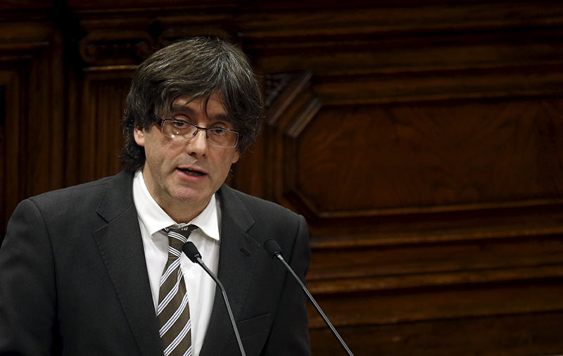 Incoming Catalan President Carles Puigdemont delivers a speech during the investiture session at the Catalunya Parliament in Barcelona, Jan 10, 2016. (REUTERS Photo)