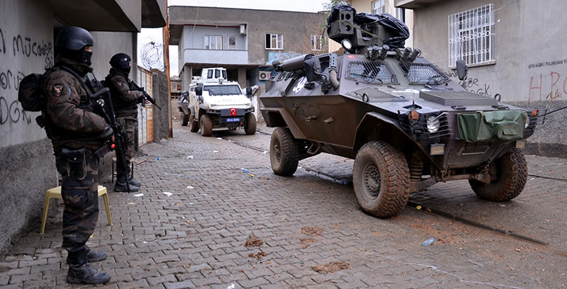 Turkish security forces carrying out operations on u015eu0131rnak's Silopi district, Jan 8, 2016 (AA Photo)
