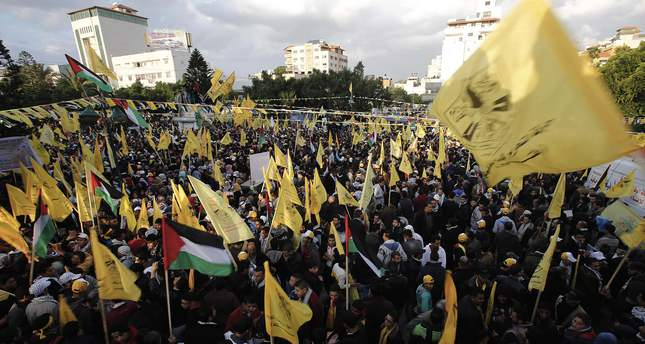 Palestinian Fatah supporters celebrating during a rally marking the 51st anniversary of the founding of the Fatah movement, in Gaza, 31 December 2015. (EPA Photo)