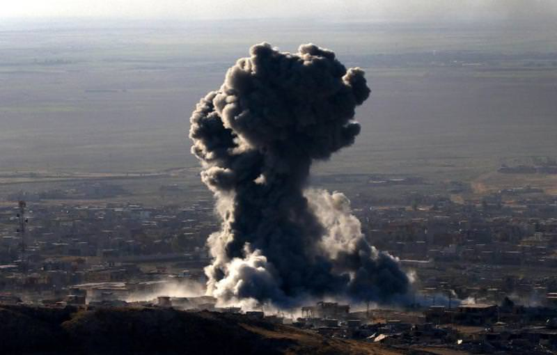 US-led strikes in the northern Iraqi town of Sinjar, Mosul province, on November 12, 2015 (AFP Photo)