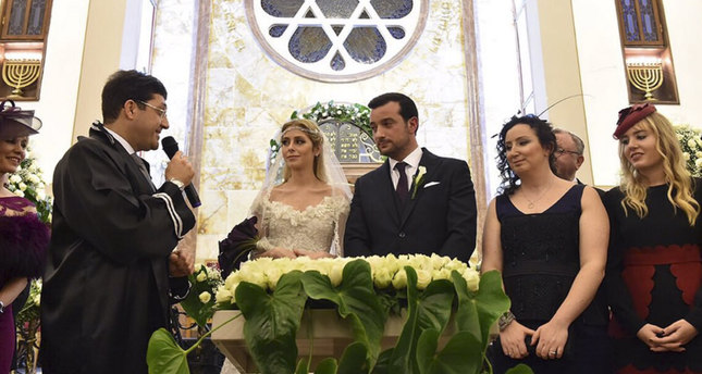 Official Wedding Photos.Official Wedding At Synagogue A First For Turkey S Jewish