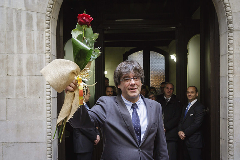 Catalonian regional government president-elect Carles Puigdemont after resigning his post as the city, 11 Jan 2016 (EPA)