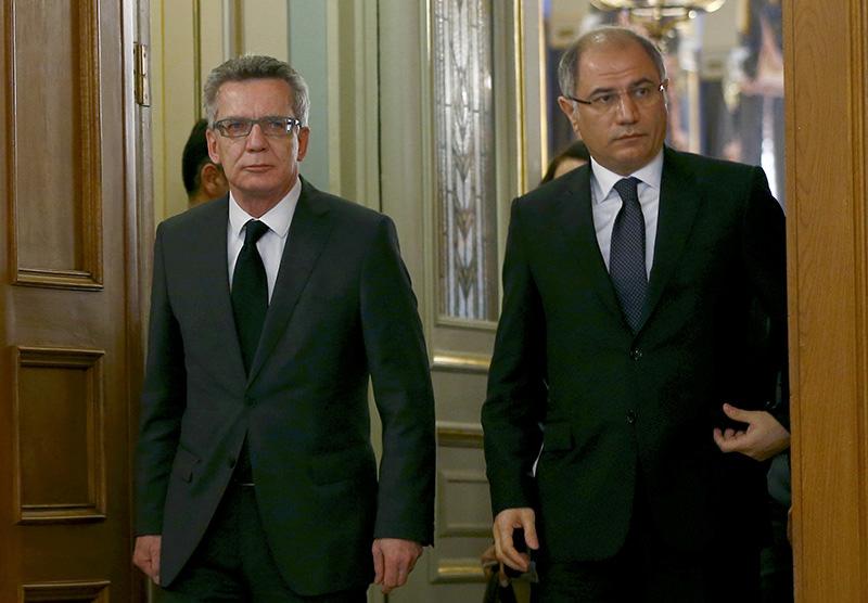 Efkan Ala (R), Thomas De Maiziere (L) in Istanbul, Turkey Jan 13, 2016 (Reuters)