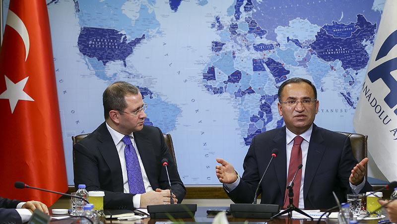Justice Minister Bekir Bozdau011f (R) at Anadolu Agency's Editor's Desk, January 13,2016 (AA Photo)