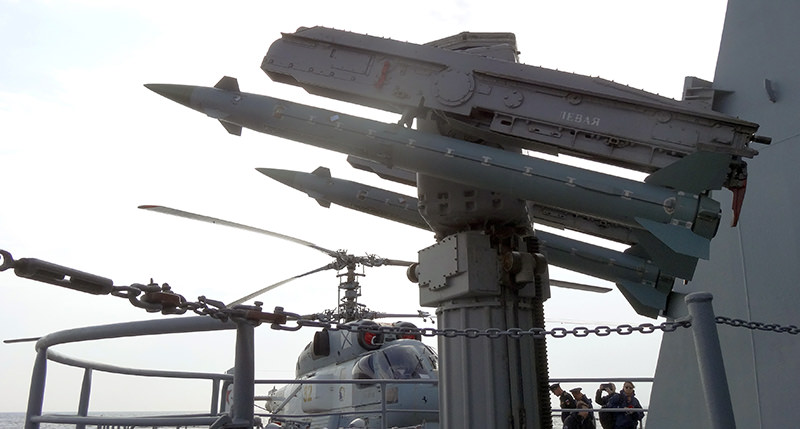 A picture shows an anti-aircraft defence missile system on the Moskva cruiser in the Mediterranean Sea, off the coast of Syria, on December 17, 2015 (AFP Photo)
