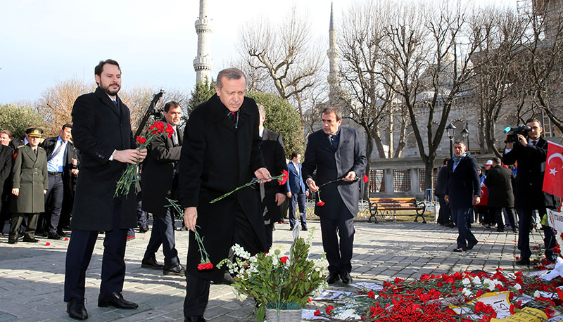 President Recep Tayyip Erdou011fan leaving carnations at the scene of the deadly blast, which claimed 10 lives in Istanbul, January 15,2015 (AA Photo)