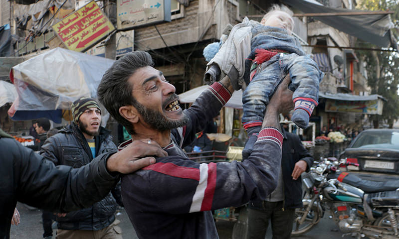 A father cries holding his baby, which was pulled from the wreckage caused by Russian strikes in Aleppo, Syria. January 16, 2016 (AA Photo)