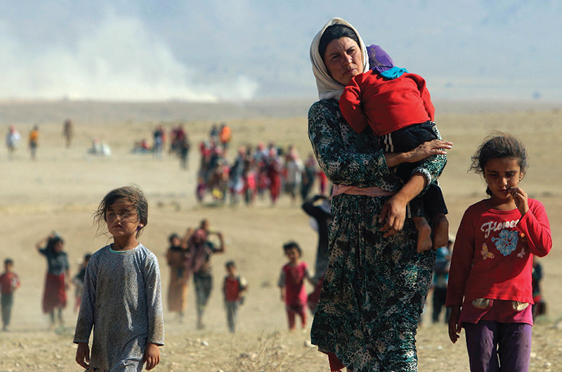 Displaced people from the minority Yazidi sect, fleeing violence from forces loyal to the Islamic State in Sinjar town (Reuters Photo)
