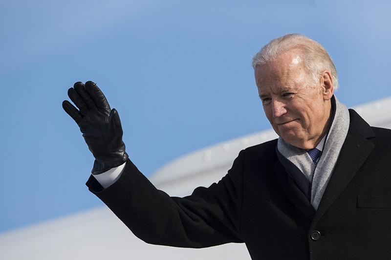 US Vice-President Joe Biden arrives at the airport in Zurich-Kloten, Switzerland, Monday, Jan. 18, 2016 (AP photo)