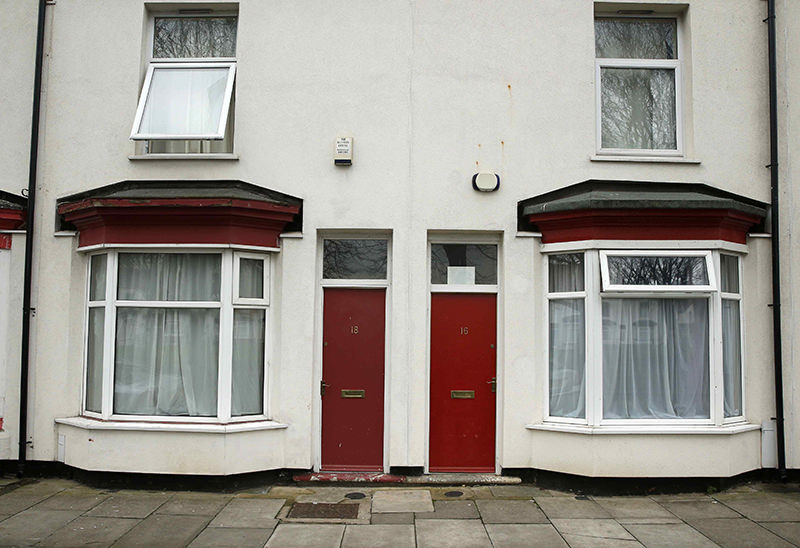 Painted red front doors are seen on a terraced street in the Gresham area of Middlesbrough, northern Britain, January 20, 2016. (REUTERS Photo)