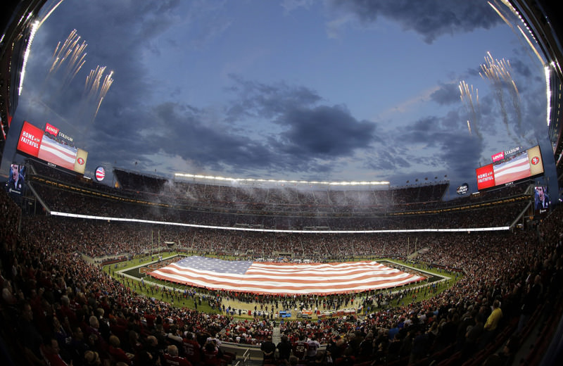 Facebook Sports Stadium, which will debut during the NFL's conference championship games and then the Super Bowl, features a live score and game clock at the very top of the page.