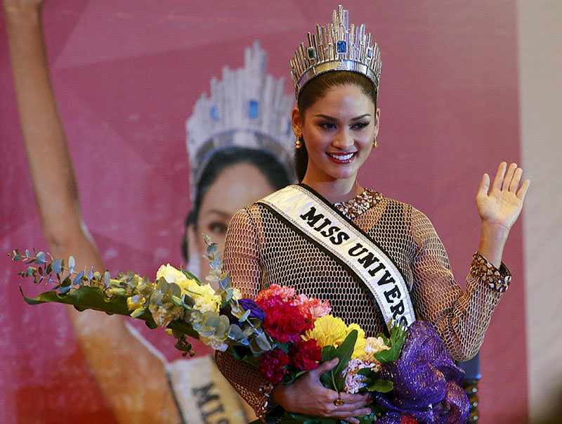 Miss Universe 2015 Pia Wurtzbach waves during a news conference at a hotel in Quezon city, metro Manila January 24, 2016, after her return to the Philippines (Reuters)