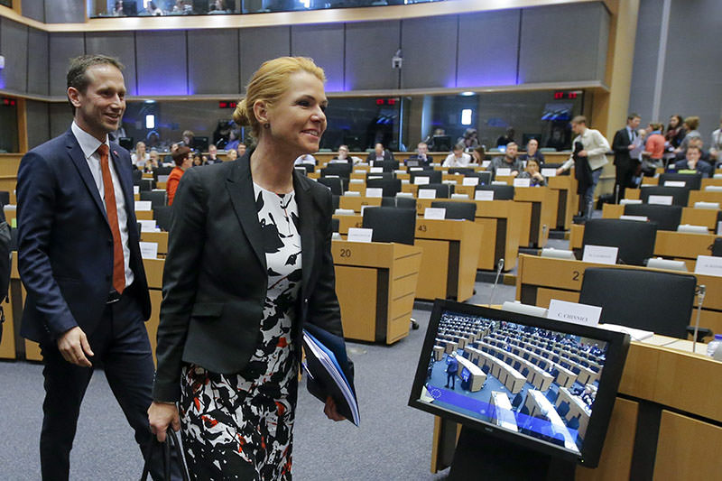 Danish FM Jensen (L), Danish Integration Minister  Stojberg (R) during news conference ahead to hearing by EPu2019s civil liberties committee, in Brussels, 25 Jan 2016 (EPA)