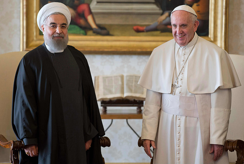 Pope Francis (R) and Iranian President Hassan Rouhani poses after their private audience on January 26, 2016, at the Vatican (AFP)