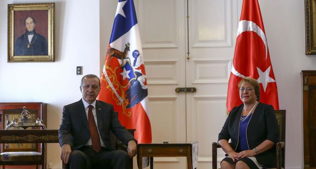 President Recep Tayyip Erdoğan with his Chilean counterpart Michelle Bachelet at the La Moneda Palace yesterday.