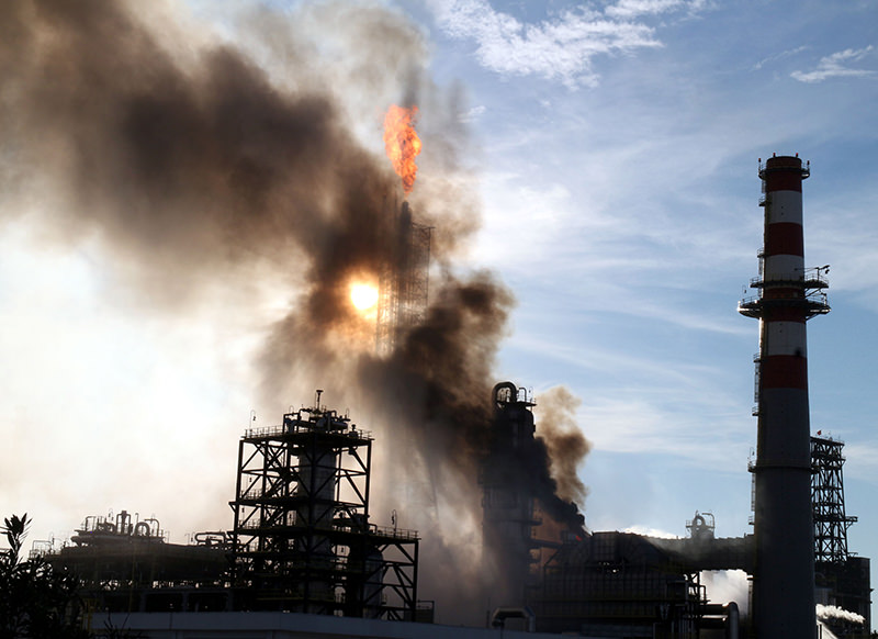 A fire broke out at the u0130zmit oil refiner of  Tu00fcprau015f on Wednesday Feb 3, 2016.(AA Photo)