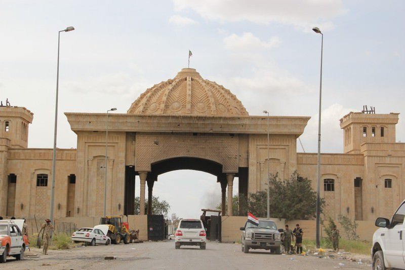 It is claimed that the Iraqi government has considered selling off palaces and other Iraqi estates built under the leadership of Saddam Hussein, since the Iraqi economy is struggling with an economic crisis.