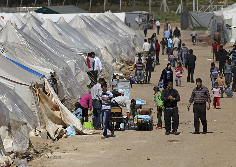 Syrians refugees, who fled violence in their country, are seen in a camp near Reyhanli, Turkey, Wednesday, March 21, 2012 (AP Photo)