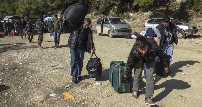 Turkmens fleeing the Bayırbucak region on their way to Turkey.