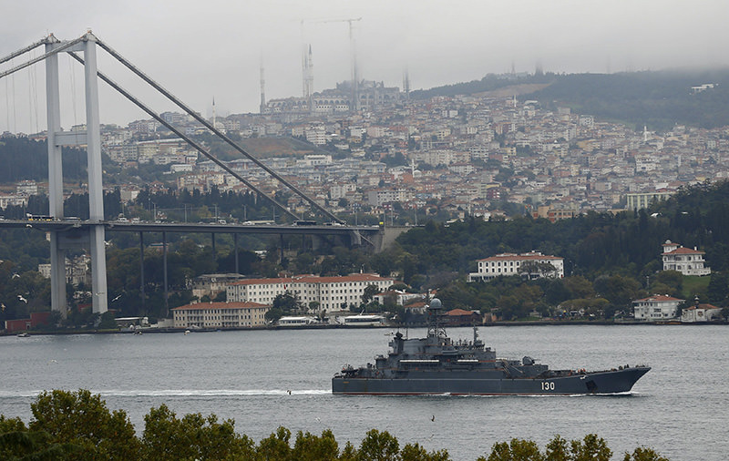 Russian Navy's large landing ship Korolev sails in Bosporus, on its way to the Mediterranean Sea, in Istanbul, Turkey, Oct 22, 2015. (Reuters)