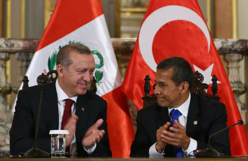 Turkish President Erdou011fan (L) and Peruvian President Humala (R) held a joint conference in Lima during Erdou011fan's official visit to three Latin American countries.