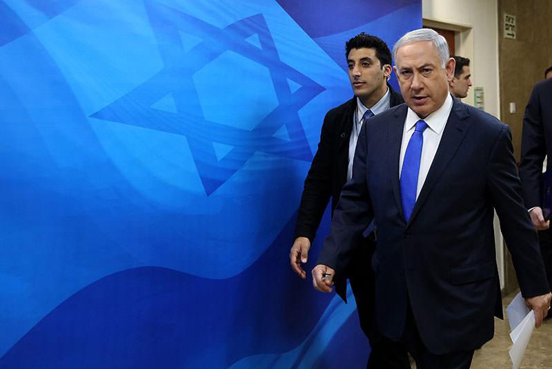 Israeli Prime Minister Benjamin Netanyahu arrives for the weekly cabinet meeting at his Jerusalem office, 07 February 2016. (EPA)
