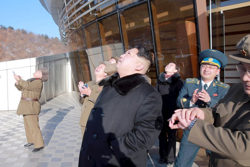 North Korean leader Kim Jong Un (C) watches a long range rocket launch into the air in North Korea, in this photo released by Kyodo February 7, 2016 (Reuters Photo)