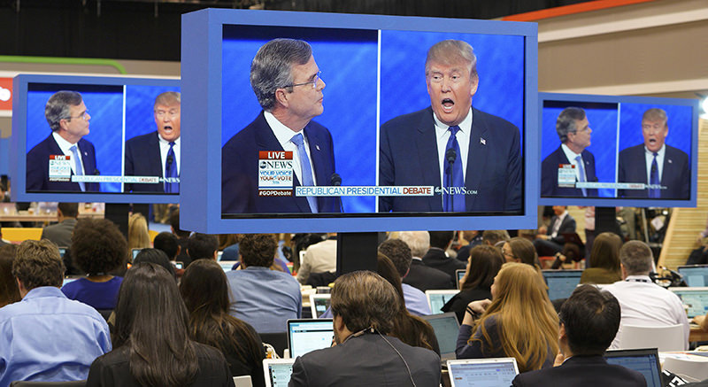 Republican U.S. presidential candidate businessman Donald Trump (R) criticizes former Governor Jeb Bush (L) in the media filing center during the Republican U.S. presidential candidatesu2019 debate sponsored by ABC News (Reuters Photo)