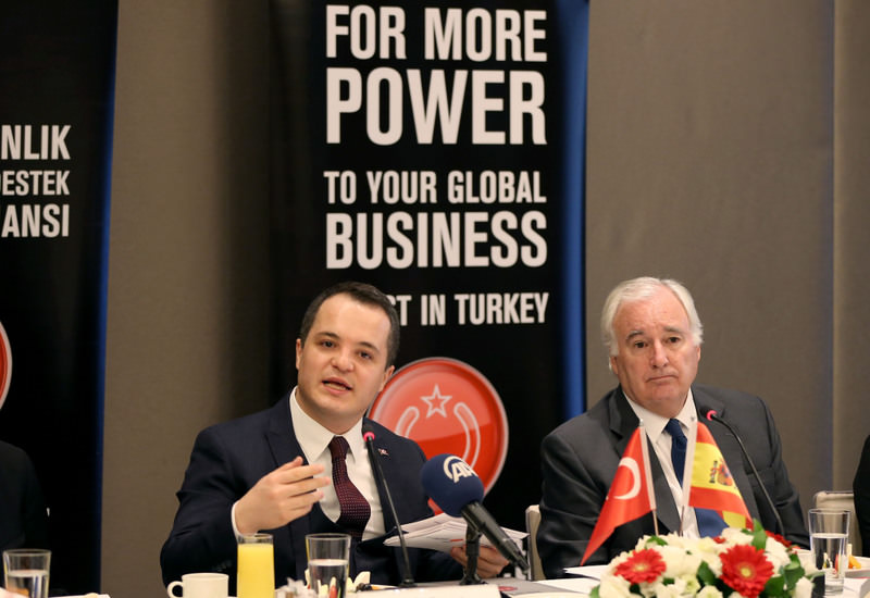 Director-General Arda Ermut of the Investment Support and Promotion Agency of Turkey (L) and Spanish ambassador to Ankara, Rafael Mendivil (R) came together to discuss new policies to be applied to international investments in Turkey.