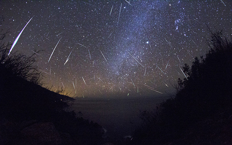 Stars and falling asteroids light up the night time sky during a meteor shower. (FILE Photo)