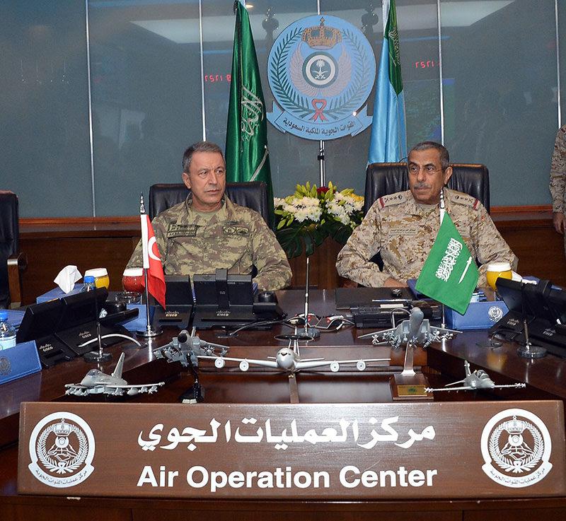 Turkish Chief of General Staff Hulusi Akar (L), Saudi Chief of Staff Lieutenant-General Abdulrahman bin Saleh Al-Bunyan (R) in Riyadh, on Feb. 3, 2016 (IHA photo)