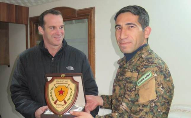 Obama's special envoy for the anti-DAESH coalition, Brett McGurk (L), with YPG militant Polat Can.