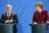 German Chancellor Angela Merkel (R), Iraqi PM Haider al-Abadi in a joint press conference at Chancellery in Berlin on Feb 11, 2016. (AFP)