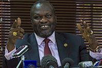 South Sudan's rebel leader Riek Machar gesturing as he holds a press conference in Kampala on January 26, 2016 (AFP Photo)