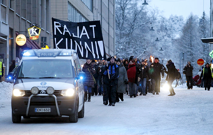 Anti-immigration marchers are led by a police van on the streets in Tampere, Finland January 23, 2016 (Reuters Photo)