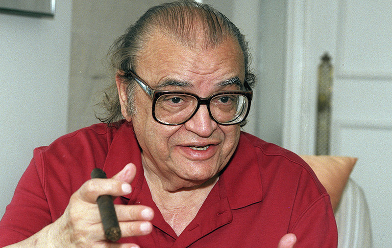 In this July 25, 1996 file photo, author Mario Puzo talks during an interview in New York. A large collection Puzou2019s papers will be auctioned by Boston-based RR Auction on Feb. 18, 2016 (AP Photo)