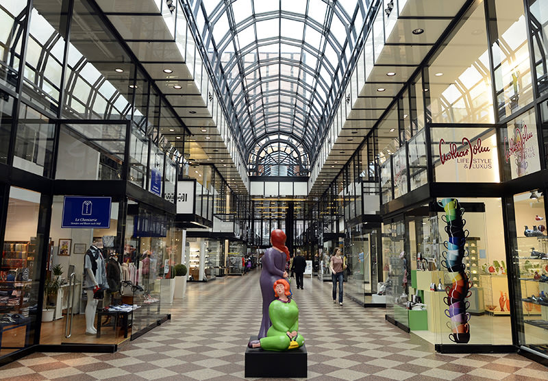 People walk through the Galerie Luise shopping mall in downtown Hanover. (Reuters Archive Photo)