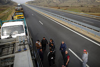 Truck drivers chat as they wait on a highway near the Kulata border crossing between Bulgaria and Greece, Bulgaria February 17, 2016 (Reuters Photo)