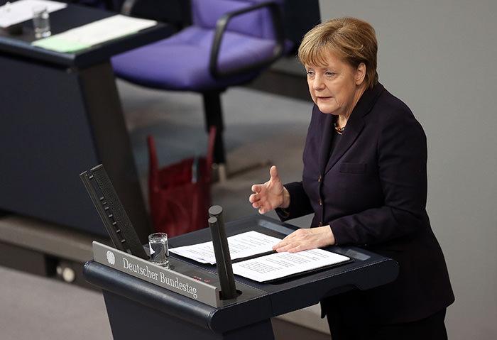 German Chancellor Angela Merkel addresses Bundestag members before the European Council meeting in Brussels in Berlin on February 17, 2016 (AFP Photo)