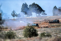 Turkish army tanks stationed near the town of Kilis, south central Turkey, fire towards YPG positions, on February 16, 2016. (AFP Photo)