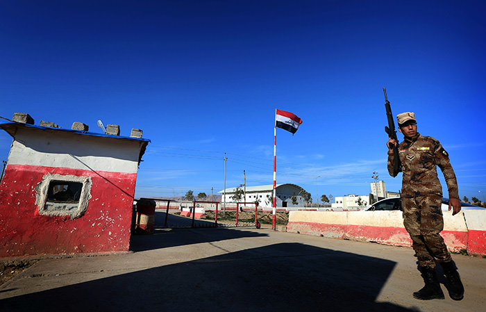 An Iraqi army member stands guard at the entrance of the Nineveh base in Makhmur, north of the capital Baghdad, on February 11, 2016 (AFP Photo)