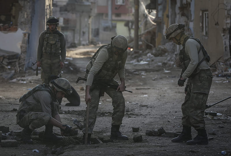 Security forces remove barricades, explosive devices and fill in ditches dug by PKK terrorists in Cizre (AA photo)
