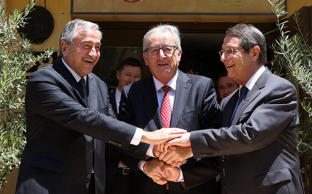 Turkish Cypriot leader Mustafa Akıncı L, President of the European Commission Jean-Claude Juncker C and Greek Cypriot leader Nicos Anastasiades shake hands in the UN-patrolled Buffer Zone in Nicosia, Cyprus July 15, 2015. EPA Photo