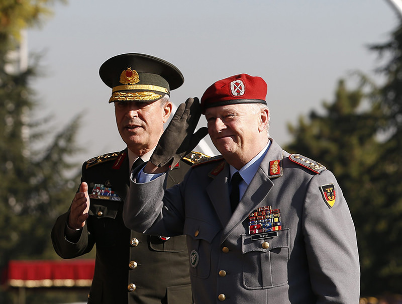 Gen. Hulusi Akar (L), Gen. Volker Wieker (R) during the latteru2019s visit to Turkey on Nov. 6, 2015 [AA photo]