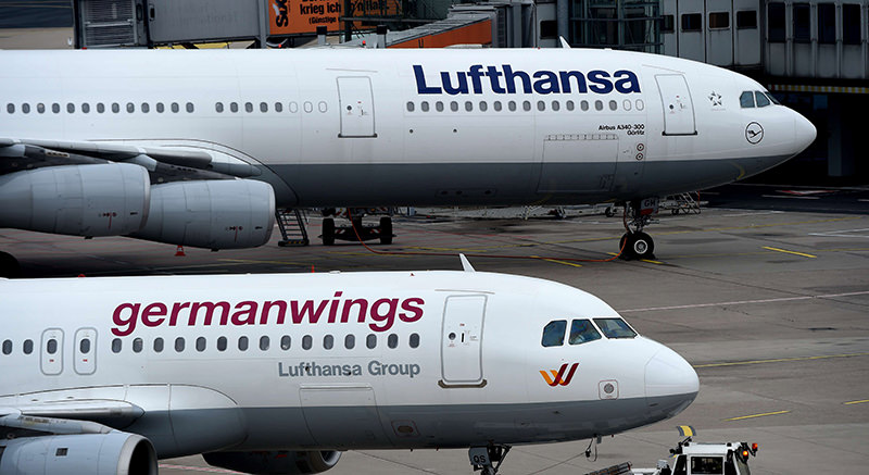 An Airbus plane of German airline Lufthansa (top) and a plane of the company's Germanwings subsidiary are pictured at the Duesseldorf airport on March 26, 2015 in Duesseldorf, western Germany (AFP Photo)