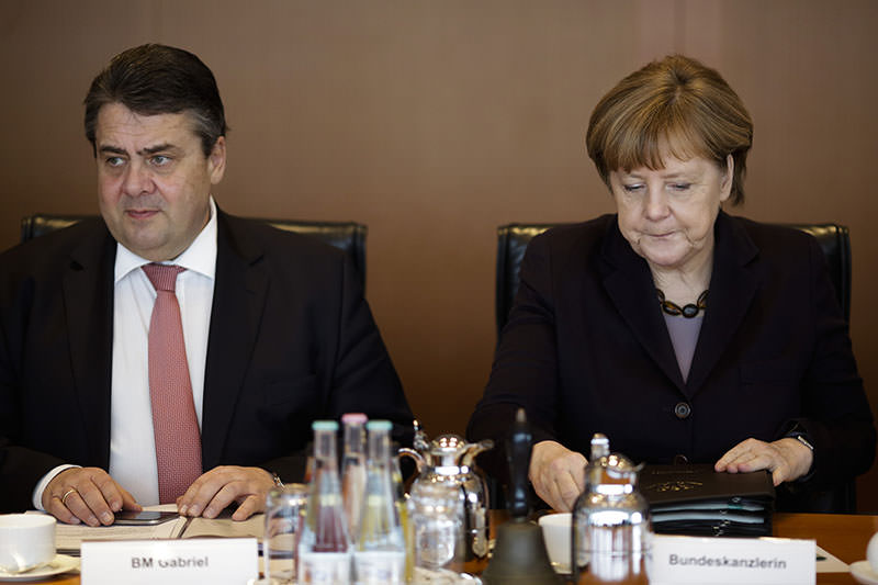 Angela Merkel, (R), sits next to Vice Chancellor and Economy Minister Sigmar Gabriel, (L), as she leads the cabinet meeting in Berlin, March 2, 2016. (AP)