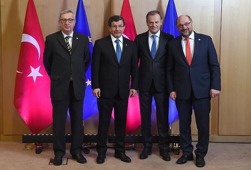 (L-R) Jean-Claude Juncker, Ahmet Davutou011flu, Donald Tusk and Martin Schulz pose for photos ahead of summit of EU leaders with Turkey in Brussels, 07 March 2016 (EPA)